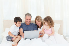 Family looking at their laptop Royalty Free Stock Images