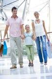 family mall shopping Στοκ φωτογραφία με δικαίωμα ελεύθερης χρήσης