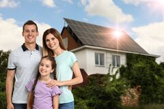 Free Family Near Their House With Solar Panels. Alternative Energy Source Royalty Free Stock Images - 192498489