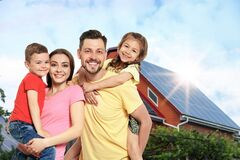 Free Family Near Their House With Solar Panels. Alternative Energy Source Royalty Free Stock Photo - 192498505
