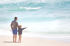 Family by the ocean Royalty Free Stock Photography