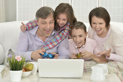Family playing on laptop Royalty Free Stock Photos