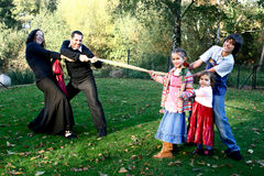 Family playing tug of war Royalty Free Stock Photography