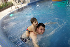 Family in the pool Royalty Free Stock Photography