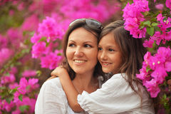 Happy mother and daughter hugging Royalty Free Stock Photos