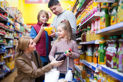 Family purchasing carbonated beverages Stock Photography