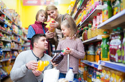 Family purchasing carbonated beverages Royalty Free Stock Photos
