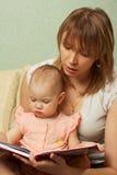 Family reading Royalty Free Stock Photography