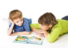 Family reading Royalty Free Stock Photos