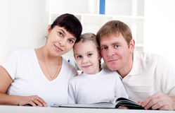 Family reading a book together Royalty Free Stock Photos