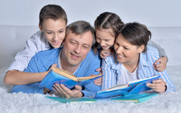 Family reading books Stock Photography