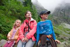 Family resting on mountain trail Royalty Free Stock Images
