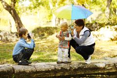 Family resting in a park Royalty Free Stock Photos
