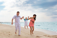 Family running along the beach Royalty Free Stock Photography