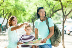 Family searching way at map Royalty Free Stock Photos