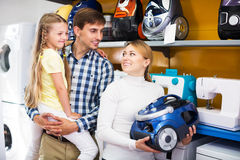 Family selecting vacuum cleaner Royalty Free Stock Photos
