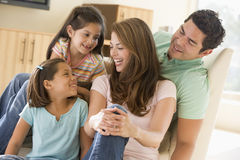 Family sitting in living room smiling Royalty Free Stock Photography