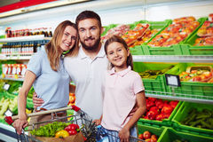 Family in supermarket Royalty Free Stock Photography