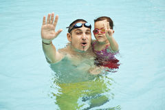 Family in swimming pool Royalty Free Stock Photography