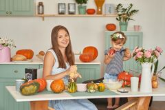 Free Family Thanksgiving Day.Family In Kitchen.Tanksgiving Celebration Table With Traditional Festive Food. Tanksgiving Celebration Stock Photo - 184074550