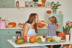 Free Family Thanksgiving Day.Family In Kitchen.Tanksgiving Celebration Table With Traditional Festive Food. Tanksgiving Celebration Stock Photos - 184074563