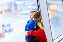 Family travel- father and son in the airport Royalty Free Stock Photos