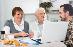 Family watching news in Inet Royalty Free Stock Images