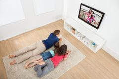 Family watching tv at home Royalty Free Stock Photos