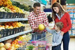Free Family With Child Shopping Fruits Royalty Free Stock Photography - 29520027