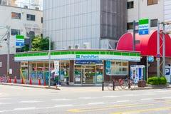 FamilyMart ein Wortmini-markt ist in 24 bequemem Shopmarkt der Stunde das drittgrößte Lizenzfreies Stockfoto