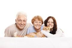 Família com um gato Fotos de Stock Royalty Free