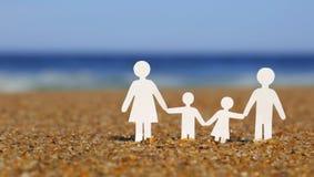 Família de papel na praia Família Imagem de Stock Royalty Free