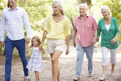 Família de três gerações na caminhada do país junto Fotos de Stock Royalty Free