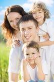 Família feliz fora Fotos de Stock Royalty Free