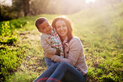 Família inter-racial feliz Fotografia de Stock Royalty Free