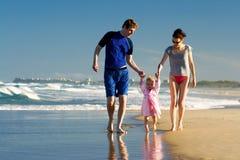 Família nova na praia Fotos de Stock
