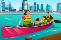Família que Canoeing junto Foto de Stock Royalty Free