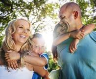 Família que joga fora crianças Autumn Concept Fotos de Stock Royalty Free