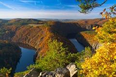 Famoso a opinião de maio no rio de Vltava, República Checa fotos de stock royalty free