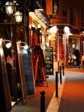 Famoso para sua vida noturno Paris tem aproximadamente 40 000 restaurantes Foto de Stock Royalty Free