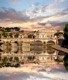 Famous Basilica di圣彼得罗在梵蒂冈,罗马,意大利 免版税库存照片