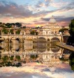 Famous Basilica di圣彼得罗在梵蒂冈,罗马,意大利 库存照片
