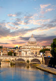 Famous Basilica di San Pietro nel Vaticano, Roma, Italia Immagine Stock