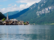 Famous Hallstatt mountain village and Hallstaetter lake Royalty Free Stock Photos
