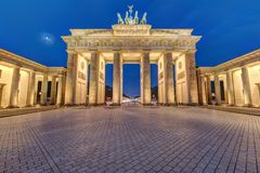 The famous illuminated Brandenburg Gate in Berlin Stock Photos