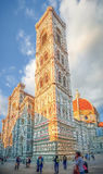 Famous Piazza Del Duomo bei Sonnenuntergang in Florenz, Toskana, Italien stockfotos