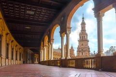 Famous Plaza de西班牙走廊在塞维利亚,西班牙 免版税图库摄影