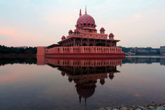 The famous Putra mosque and it's reflection Royalty Free Stock Photography