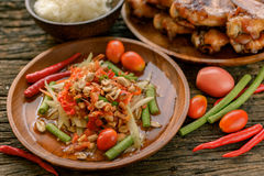 Famous Thai food, papaya salad and grilled chicken Royalty Free Stock Photos