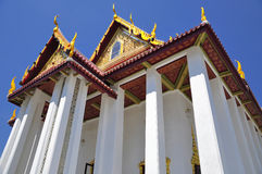 Famous Thai temple soars into blue sky Royalty Free Stock Image